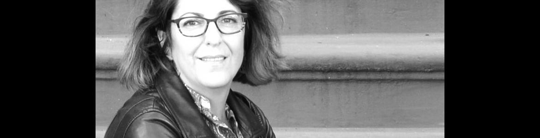 imagen del primer plano de la poeta Rosana Acquaroni