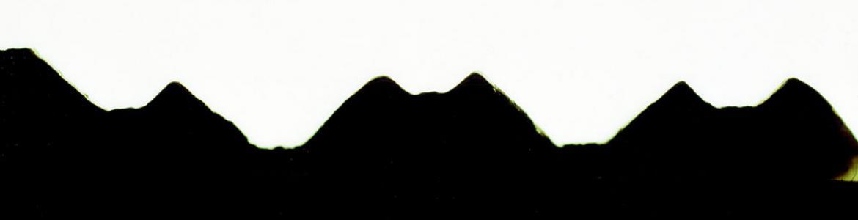 Dibujo de una silueta en negro sobre fondo blanco que simula una montaña