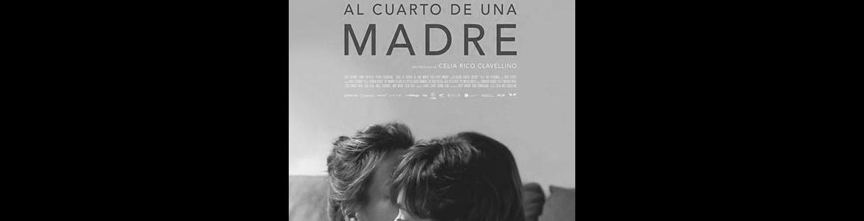 imagen del cartel de la película Viaje al cuarto de una madre en la que se ve a una madre dando un beso a su hija