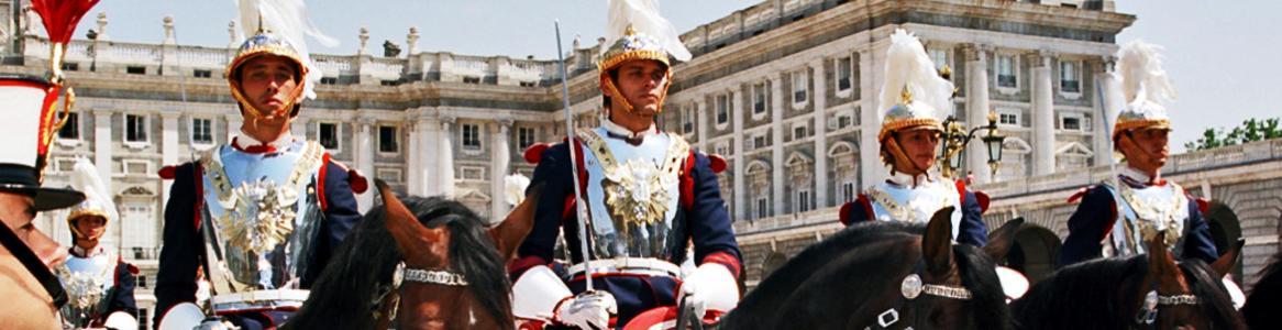 Relevo de la Guardia Real en el Palacio Real de Madrid