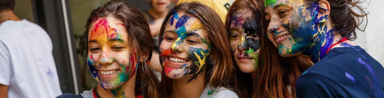 Chicas con las caras pintadas