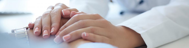 manos de personal sanitario
