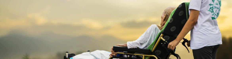 Imagen de un paciente en silla de ruedas