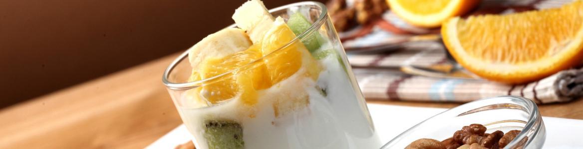 Yogurt, frutos secos, frutas
