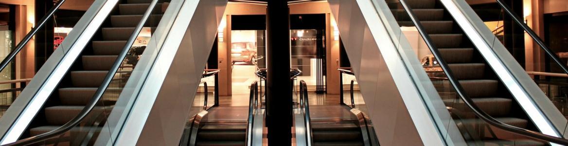 Imagen de escaleras automáticas en Centro Comercial