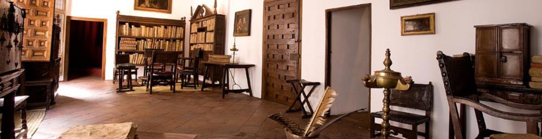 Vista del estudio donde trabajaba Lope de  Vega con muebles antiguos