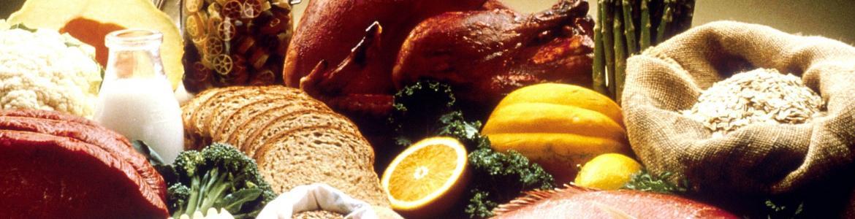 Muchos alimentos diferentes: carne, pasta, vegetales,etc.