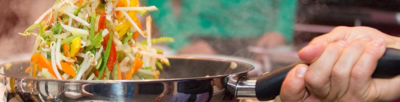 Sarten cocinando verduras