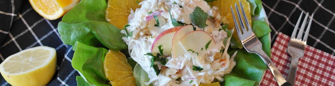 Ensalada waldorf (pollo, lechuga, natanja, queso, nueces,mayonesa )