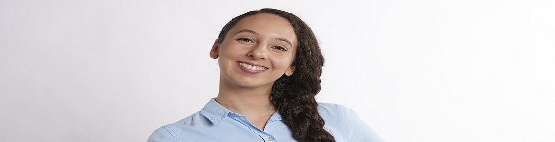 Cara de mujer joven sonriendo
