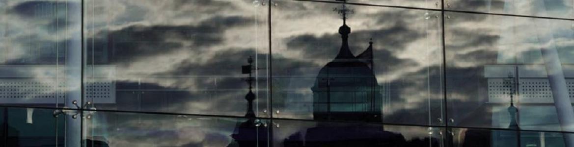 Imagen reflejos en un edificio