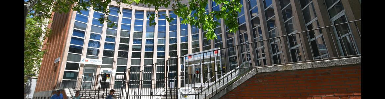 foto de la entrada del Centro de Especialidades Hermanos García Noblejas
