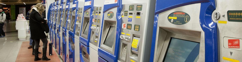Máquinas expendedoras de billetes en el intercambiador de Moncloa