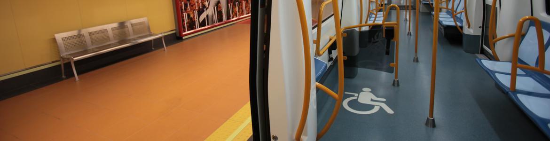 Vagón de Metro accesible en estación