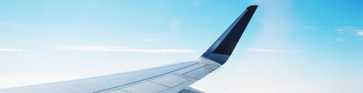 Ala de avión en vuelo