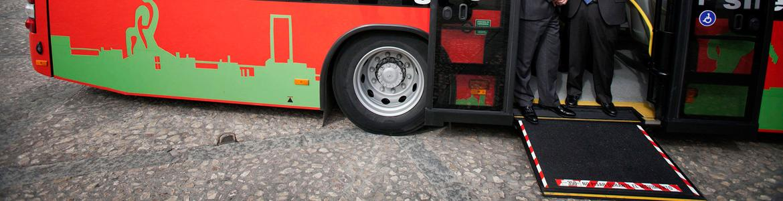 Autobús urbano de Valdemoro con rampa para acceso de silla de ruedas
