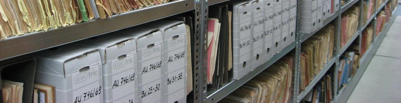 Estanterías con archivos