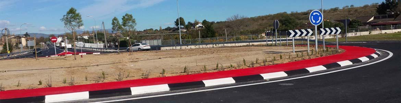 Obras en la rotonda de carretera de acceso al Polígono de Talamanca de Jarama
