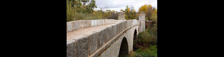 Puente junto a Monesterio sobre el río Guadarrama en San Lorenzo de El Escorial y El Escorial (Madrid)
