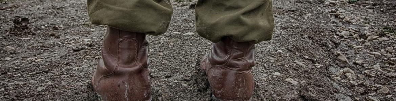 Botas soldado en el barro