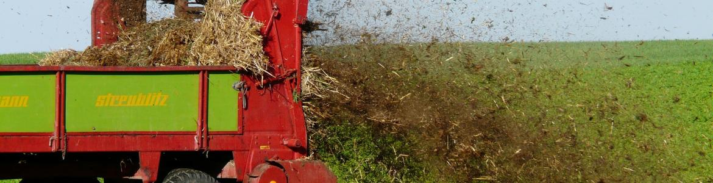 Tractor con fertilizantes