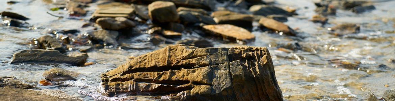 Piedras en el agua