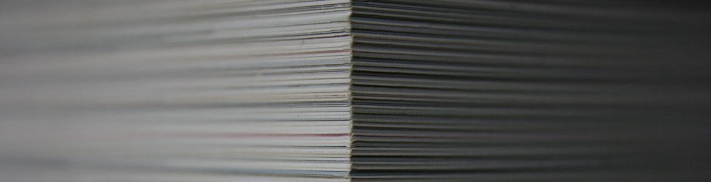 Imagen de una pila de documentos