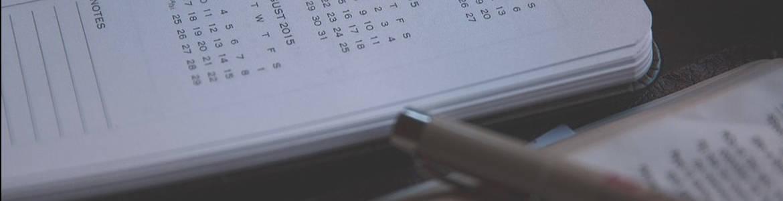Agenda y bolígrafo