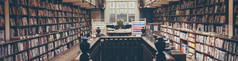 Biblioteca con libros