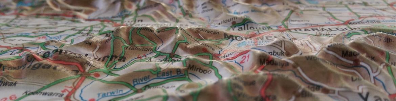 Mapa topográfico con relieve y colores
