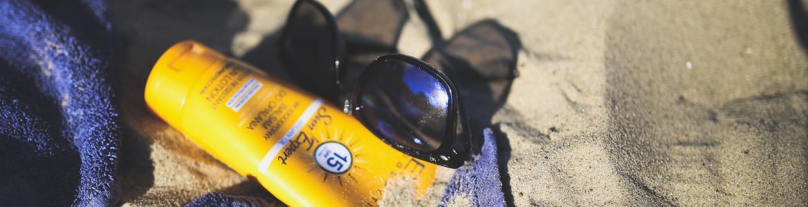 Gafas de sol y cremas