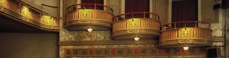 Detalle de butacas y palcos de teatro