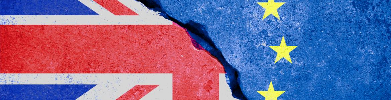 Brexit: fractura entre las banderas de la Unión Europea y de Reino Unido