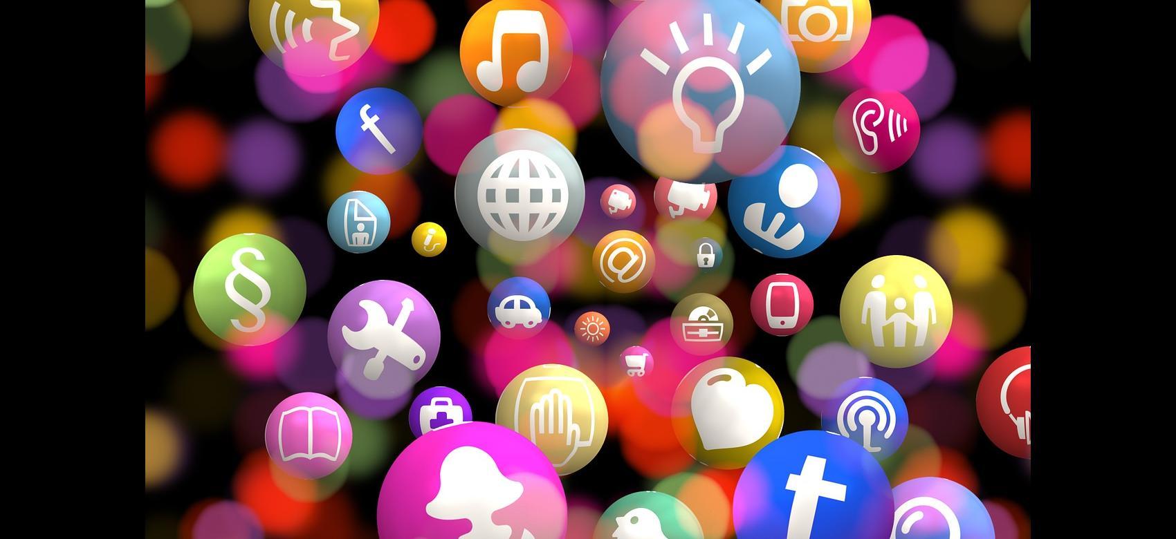 Imagen de bolas de colores con dibujos