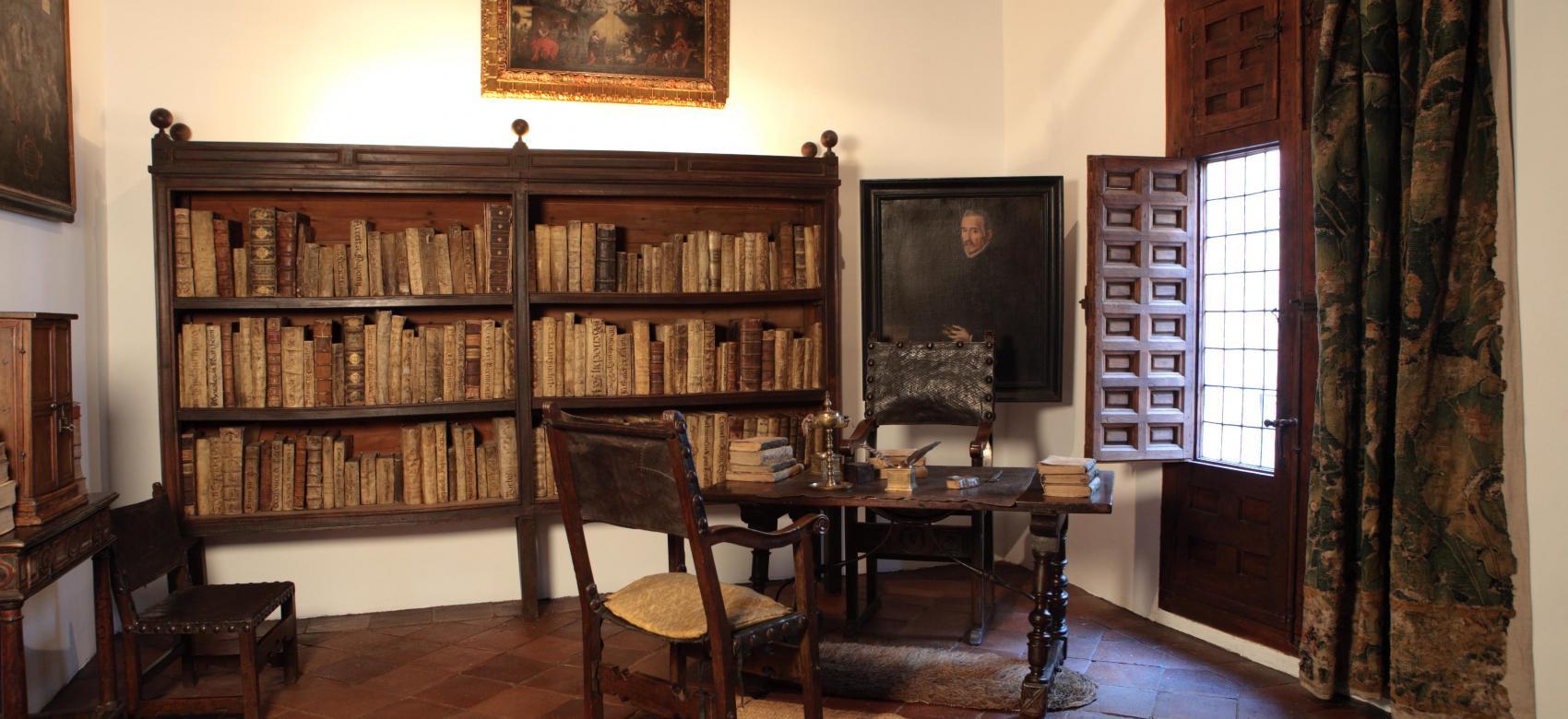Estancia con librería Casa Museo Lope de Vega