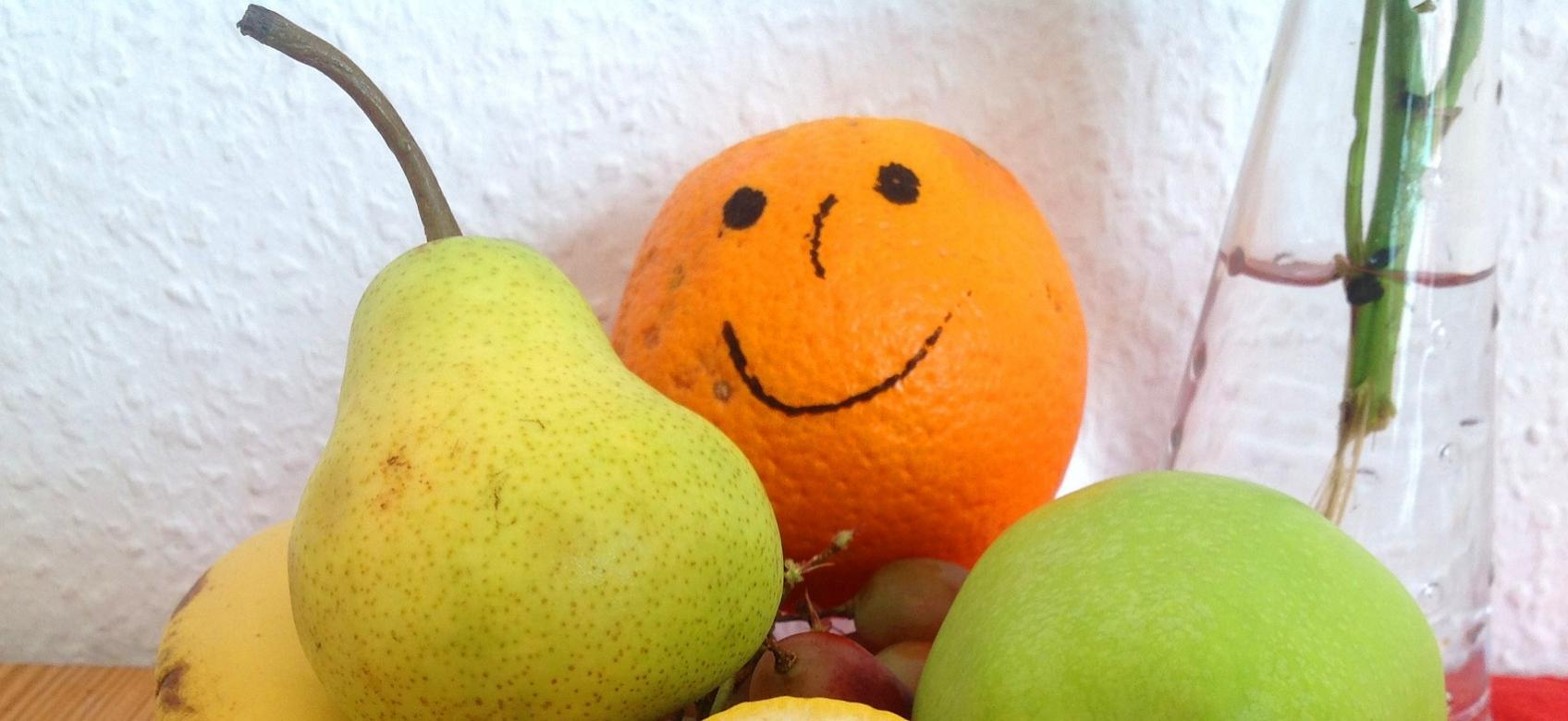 Plato con varias frutas