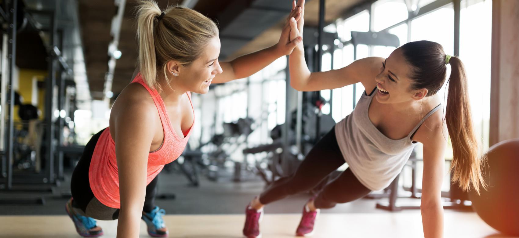 Mujeres haciendo deporte