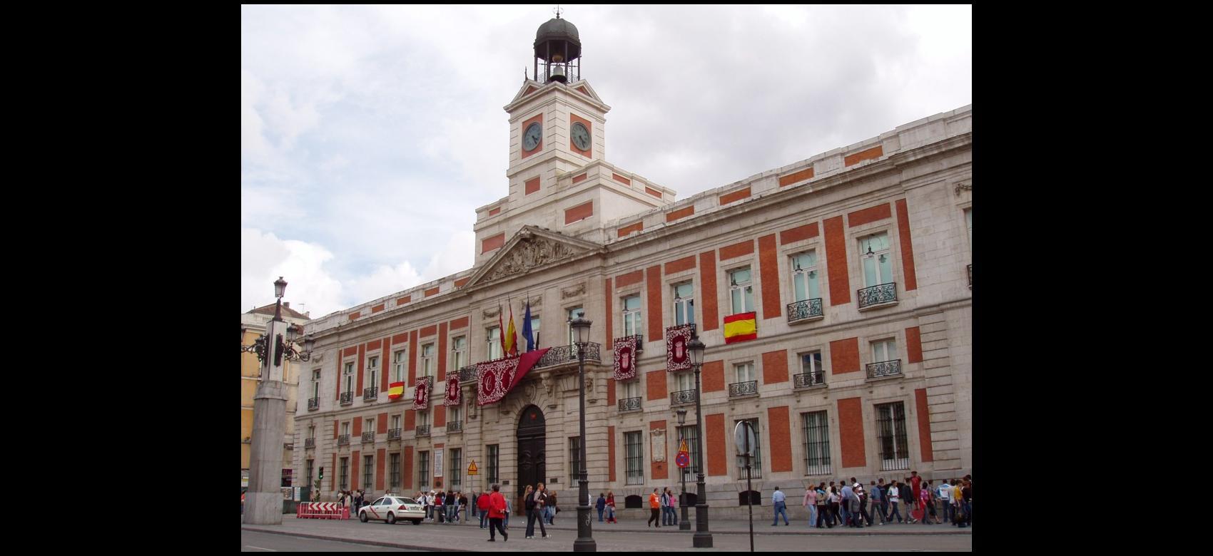Imagen de la fachada de la Casa de Correos, en la Puerta del Sol de Madrid