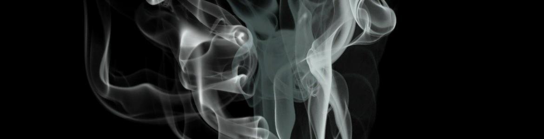 Gas blanco sobre fondo negro