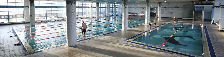 Instalación con 2 piscinas cubiertas