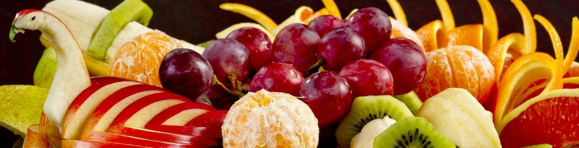Imagen de un bodegón de frutas y verduras