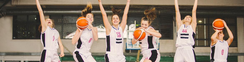 Jugadoras baloncesto festejando