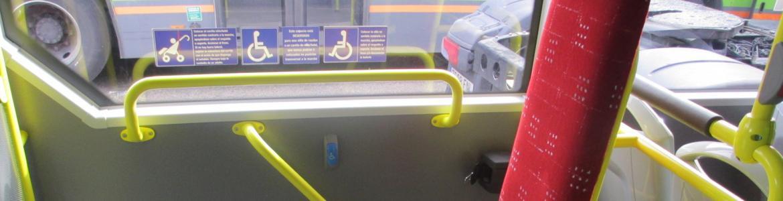 Imagen de la plataforma central de un autobús interurbano