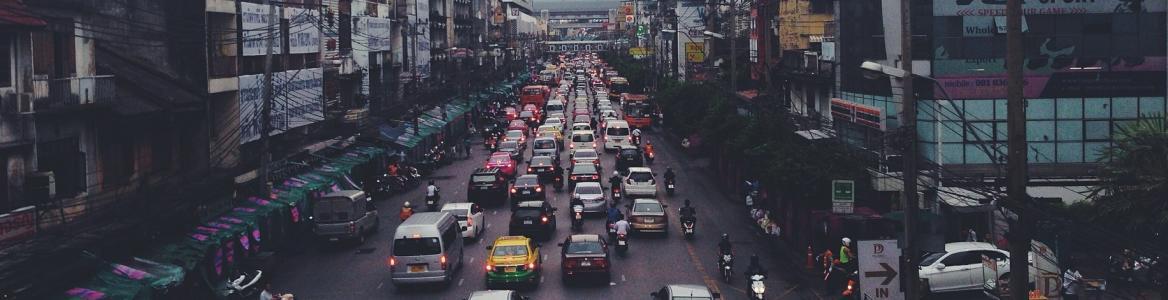 Imagen de un atasco de coches