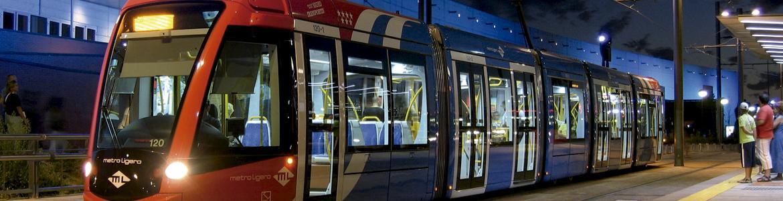 Metro Ligero de noche