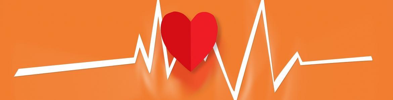 Imagen de electrocardiograma con un corazón