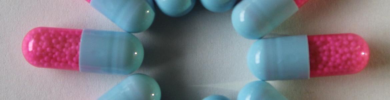 cápsulas de medicamento en círculo