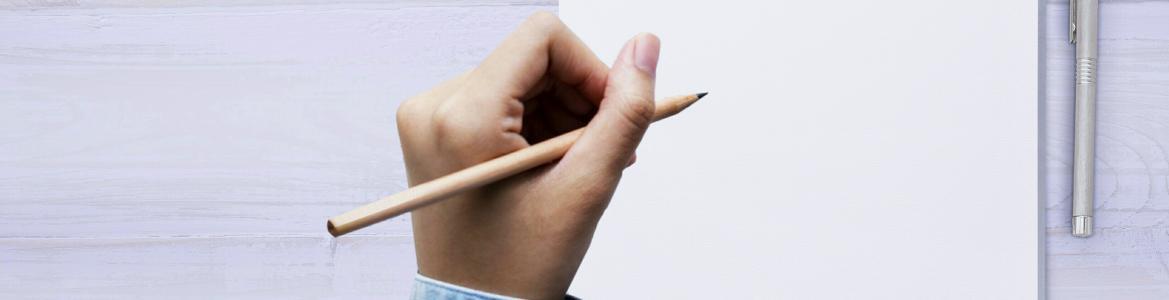 Mano escribiendo