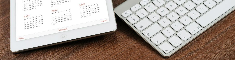 Ordenador y tablet con calendario