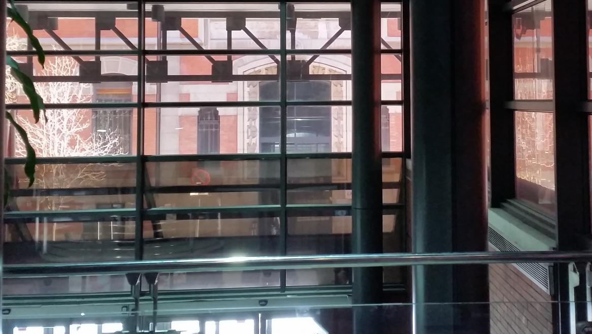 Interior del vestíbulo del Edificio de Consultas del Hospital Santa Cristina